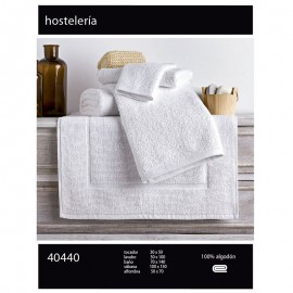 White hospitality towel 100% carded cotton